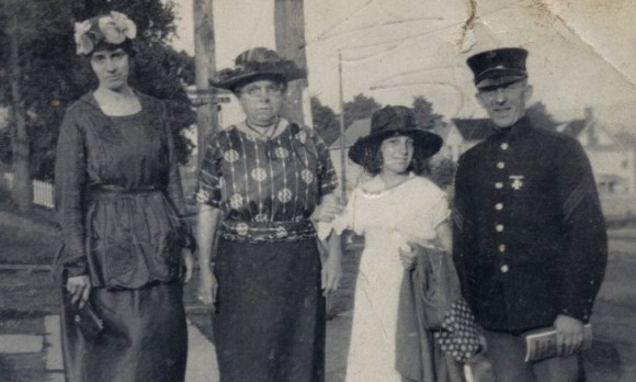 Mae Frost Hotchkiss, Susan Odell Frost, Dorothy Hotchkiss and Fred Frost